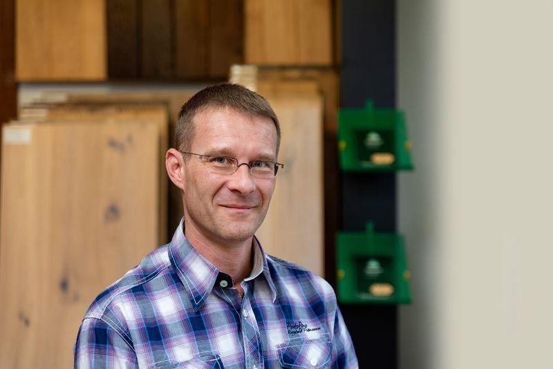 Mike Dangschat ist Parkettlegermeister bei Parkett Dangschat